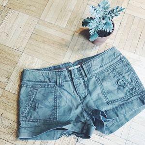 AMERICAN EAGLE • sage floral shorts